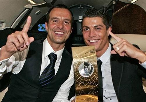 Ronaldo mua hon dao lam qua cuoi cho nguoi dai dien hinh anh