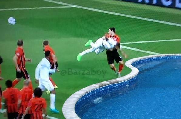 Sergio Ramos an va tho thien kiem penalty hinh anh 1