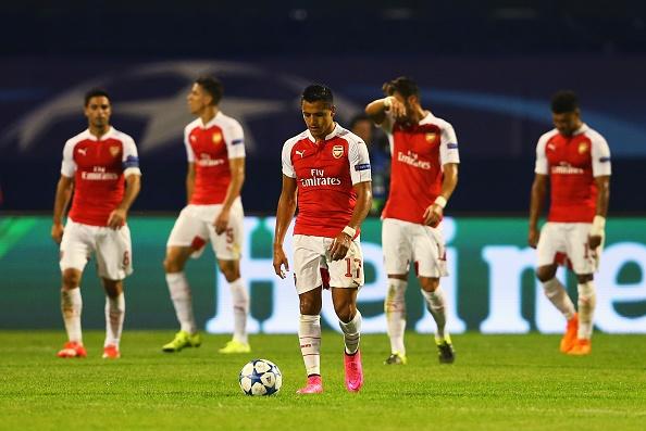 Arsenal thua 1-2 trong the tran mat nguoi, Chelsea thang 4-0 hinh anh