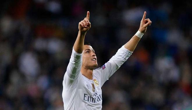 Ronaldo vao doi hinh hay nhat luot dau o Champions League hinh anh 11