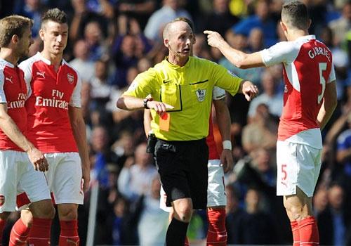 Arsenal guc nga trong tran dai chien voi Chelsea hinh anh