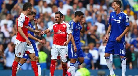 Arsenal thua Chelsea 0-2 trong tran mat 2 cau thu hinh anh