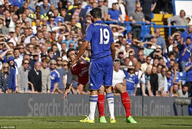 Arsenal guc nga trong tran dai chien voi Chelsea hinh anh 5