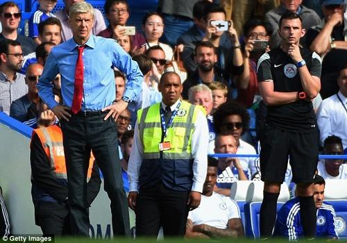 Mourinho khuyen Wenger dung than khoc sau khi thua Chelsea hinh anh