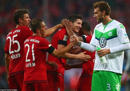 Ghi 5 ban trong 9 phut, Lewandowski dua Bayern len ngoi dau hinh anh