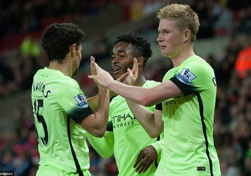Sterling, De Bruyne giup Man City thang 4-1 o League Cup hinh anh