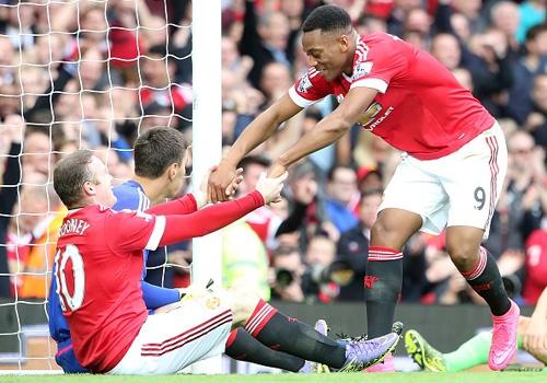 Martial giup Rooney giai con khat ban thang o Premier League hinh anh