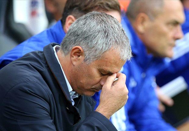 Jose Mourinho chi trich hoc tro, than phien trong tai hinh anh