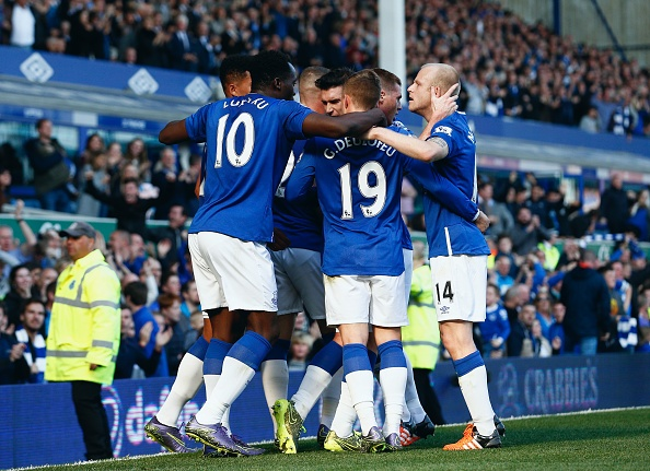 Everton 1-1 Liverpool: Rodgers doi dien giong bao hinh anh 16
