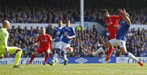Everton 1-1 Liverpool: Rodgers doi dien giong bao hinh anh 13