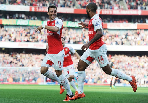 Arsenal va khoi dau cho giac mo len vi tri so 1 hinh anh