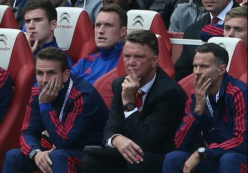 Van Gaal hoang mang khi MU thua Arsenal hinh anh