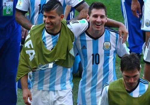 Aguero thay the Messi khoac ao so 10 o tuyen Argentina hinh anh