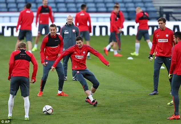 Lewandowski - chan sut hay nhat vong loai EURO 2016 hinh anh 5