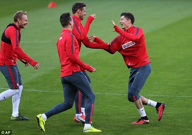 Lewandowski - chan sut hay nhat vong loai EURO 2016 hinh anh 7