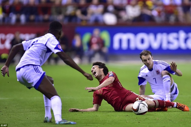 Thang 4-0, DT Tay Ban Nha vuot qua vong loai EURO 2016 hinh anh 2