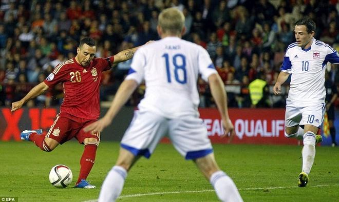 Thang 4-0, DT Tay Ban Nha vuot qua vong loai EURO 2016 hinh anh 5