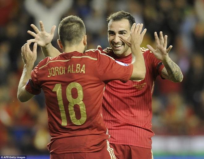 Thang 4-0, DT Tay Ban Nha vuot qua vong loai EURO 2016 hinh anh 8