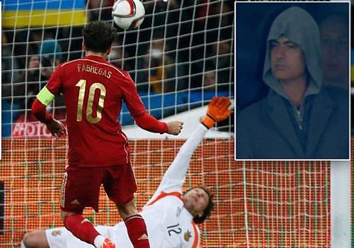 Jose Mourinho bat an khi Fabregas sut hong 11 m hinh anh