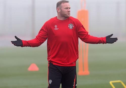 Co dong vien MU khong muon Rooney da trung phong hinh anh