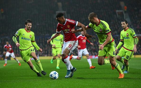 Rooney giup MU dan dau bang B Champions League hinh anh 19