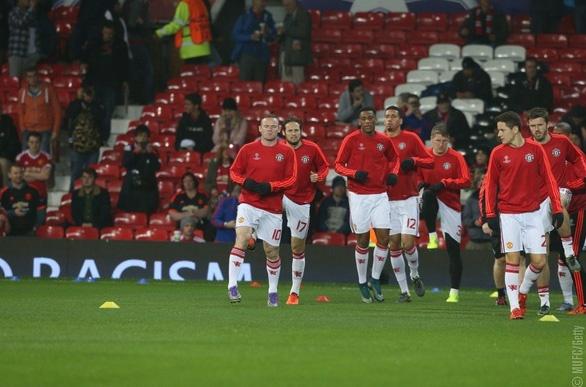 Rooney giup MU dan dau bang B Champions League hinh anh 11