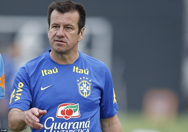 Con trai Kaka tap luyen cung David Luiz hinh anh 9