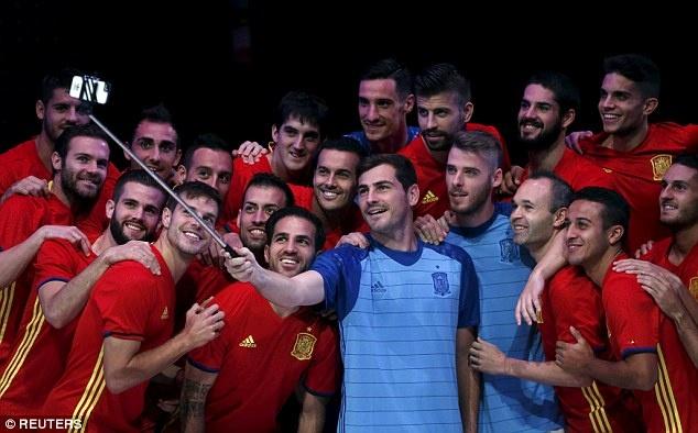 Casillas va De Gea gop mat gioi thieu ao dau cua Tay Ban Nha hinh anh 4