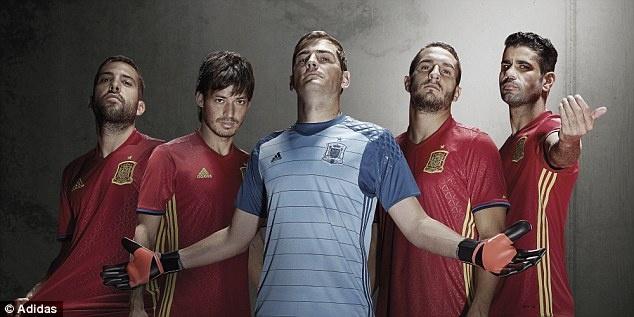 Casillas va De Gea gop mat gioi thieu ao dau cua Tay Ban Nha hinh anh 2