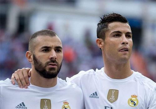 Real Madrid san sang ban Ronaldo va Benzema hinh anh