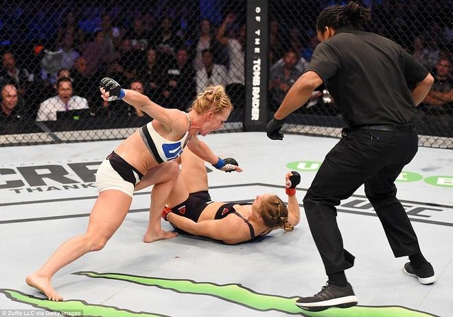 Nu hoang UFC Rousey bi ha knock-out trong tran thua dau tien hinh anh 1