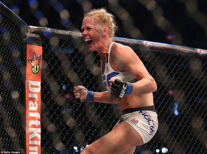 Nu hoang UFC Rousey bi ha knock-out trong tran thua dau tien hinh anh 11