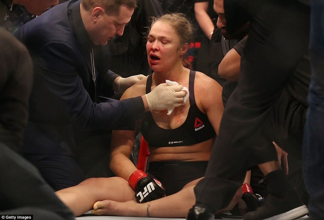 Nu hoang UFC Rousey bi ha knock-out trong tran thua dau tien hinh anh 9