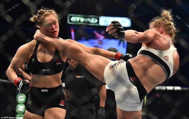 Nu hoang UFC Rousey bi ha knock-out trong tran thua dau tien hinh anh 2