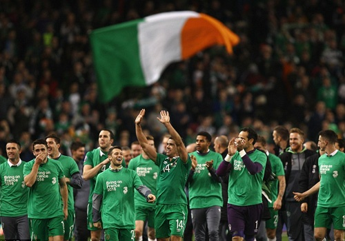 Tien dao Ngoai hang Anh giup Ireland doat ve du EURO 2016 hinh anh