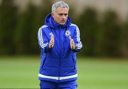 Jose Mourinho tuyen bo khong mua cau thu hinh anh
