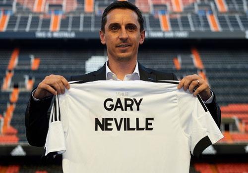 Neville khong dem phong cach MU den Valencia hinh anh