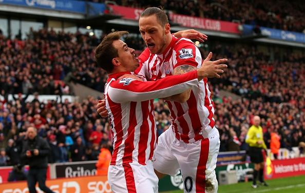 Thua Stoke 0-2, Man City mat ngoi dau bang hinh anh 17