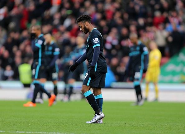 Thua Stoke 0-2, Man City mat ngoi dau bang hinh anh 18
