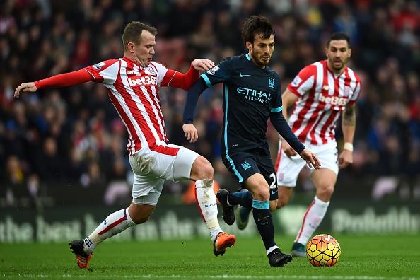 Thua Stoke 0-2, Man City mat ngoi dau bang hinh anh 21
