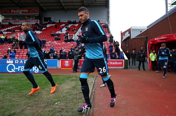 Thua Stoke 0-2, Man City mat ngoi dau bang hinh anh 11