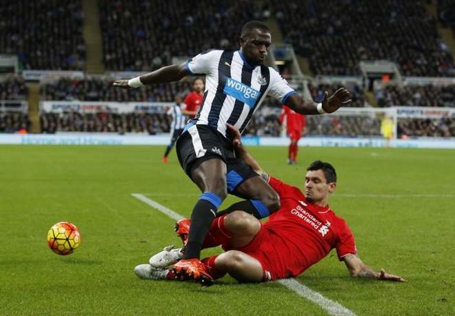 Newcastle 2-0 Liverpool: 'Lu doan do' guc nga hinh anh 15