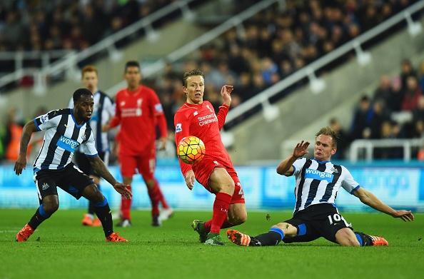 Newcastle 2-0 Liverpool: 'Lu doan do' guc nga hinh anh 17