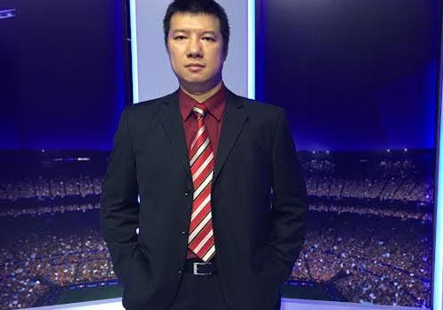 BLV Quang Huy: 'MU nen bo Rooney, dung doi hinh tre' hinh anh
