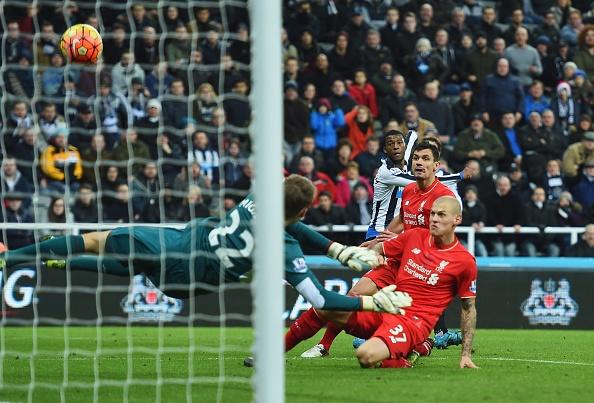 Newcastle 2-0 Liverpool: 'Lu doan do' guc nga hinh anh