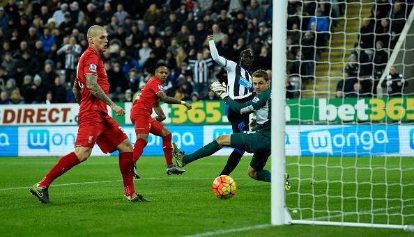 Newcastle 2-0 Liverpool: 'Lu doan do' guc nga hinh anh 21
