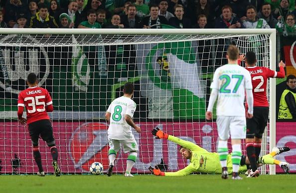 Thua Wolfsburg 2-3, MU dung buoc o Champions League hinh anh 16