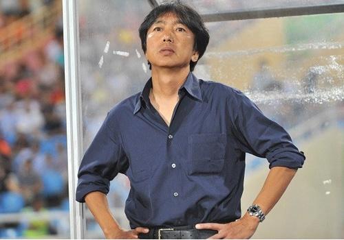 HLV Miura va nhung ly giai kho hieu khi thua doi hang 4 hinh anh