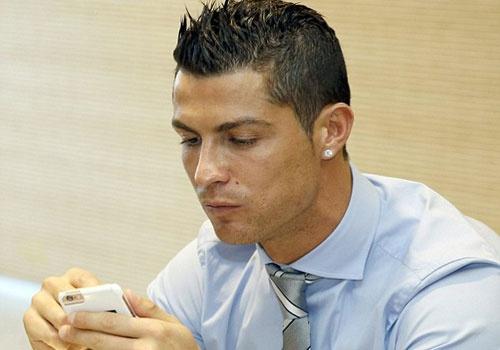 Ronaldo buon ba du tiec Giang sinh o Real hinh anh