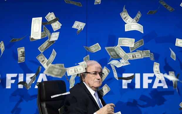 Sepp Blatter: 'Toi chi la nan nhan' hinh anh 4